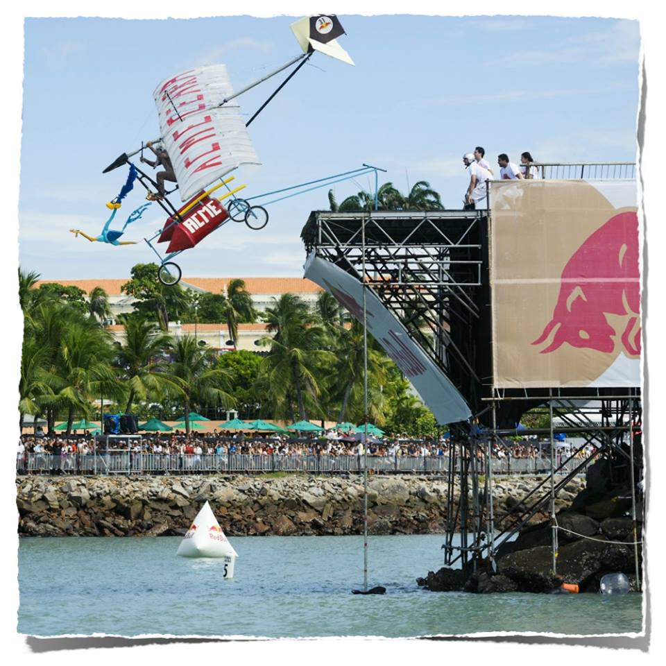red bull viral marketig flugtag 7